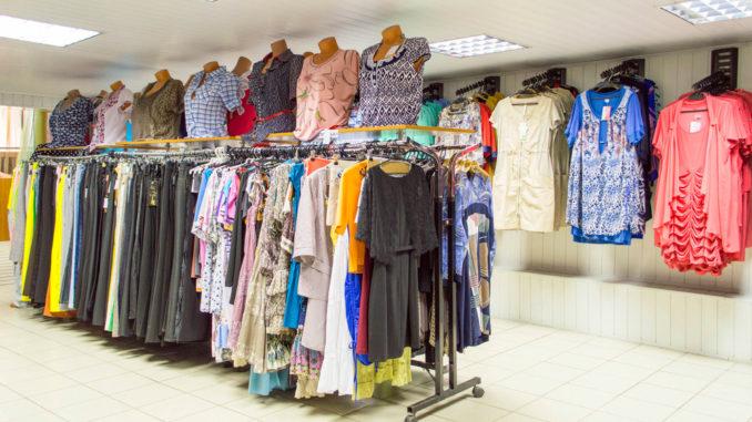 Когда все документы готовы, помещение арендовано, закупите товар, наймите торговый персонал и приступайте к работе.