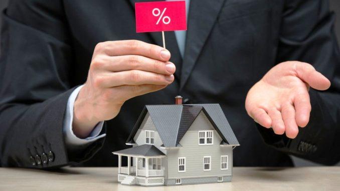 У кого выгоднее купить жилье